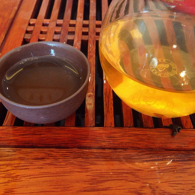 2014 #sheng to put some bounce in my step #tea #茶汤 #moresoupwitchameal #gongbei #gongdaobei #servingpitcher #youngpuer #youngpuerh #freshpuer #freshpuerh #liquidgold #teateatea
